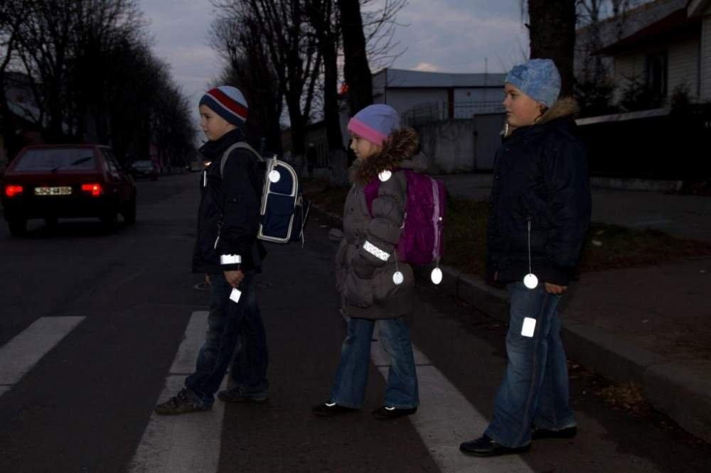 В тмное время суток пешехода проще заметить, если
