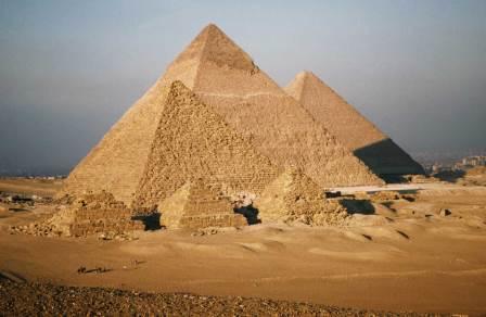 Пирамиды в долине Гиза.