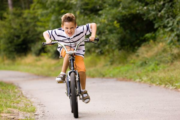 Детям до 14 лет запрещено ездить на велосипедах Выбери правильный ответ:
