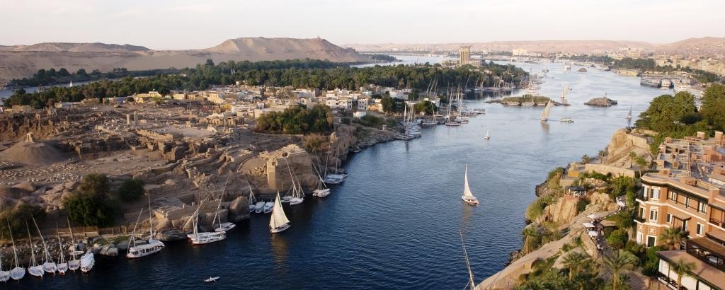Египет расположен в долине реки...