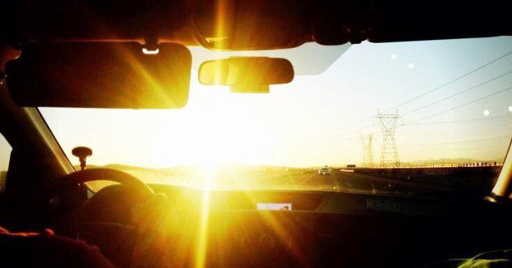 Бывает так, что водитель автомобиля может быть ослеплн ярким светом. Как быть пешеходу в ясную солнечную погоду?