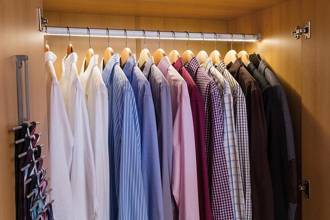 Вы перебираете вещи и понимаете, что большинство одежды уже не будет носить. Как поступите?