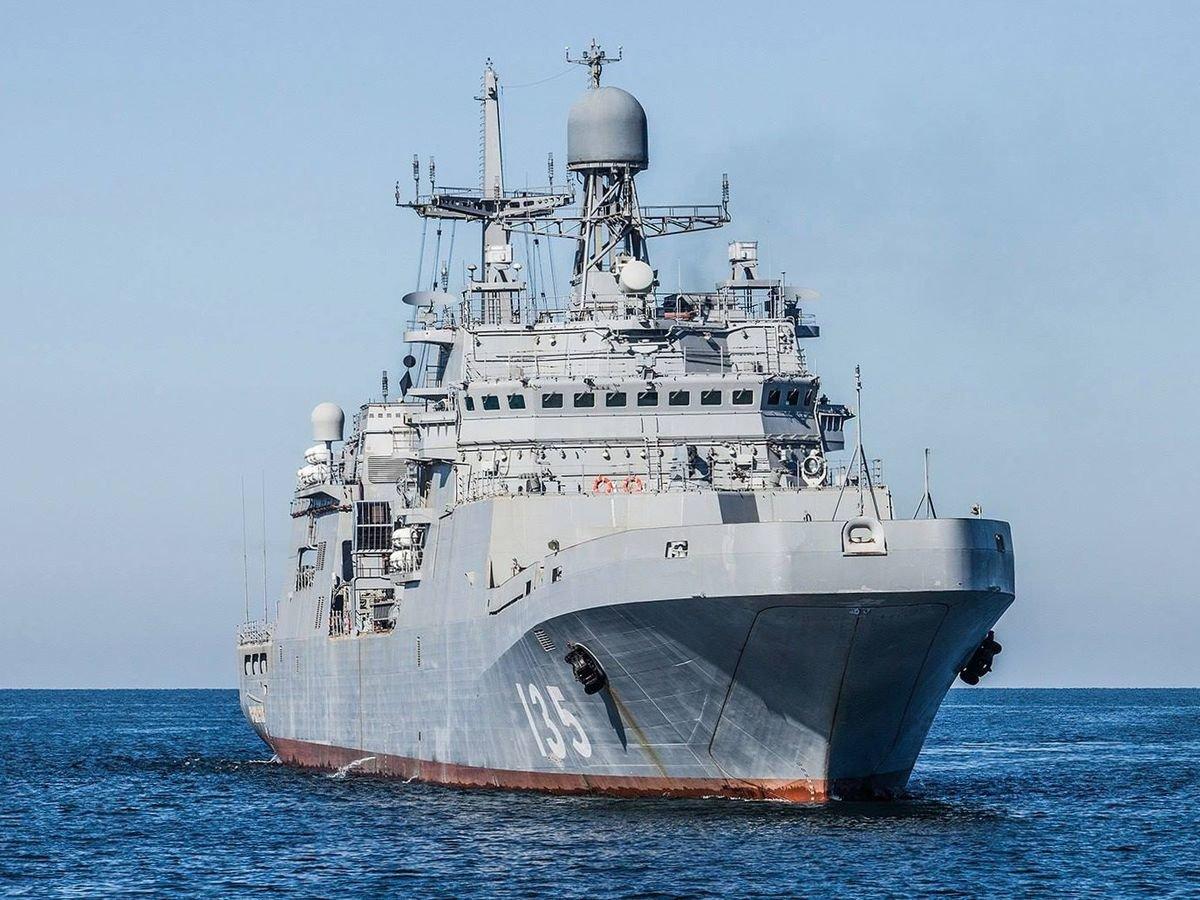 Какому признаку не обязан отвечать современный военный корабль?