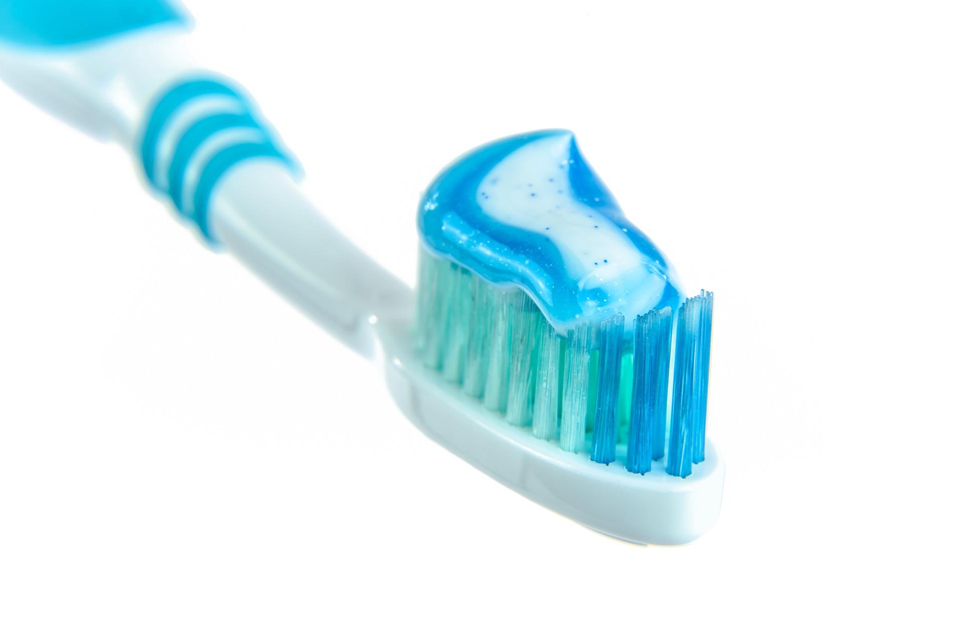 Вы выключаете воду во время чистки зубов?